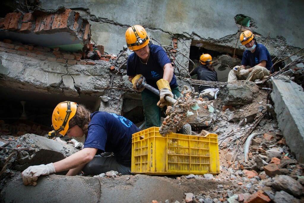 חילוץ באיזורי אסון בעולם